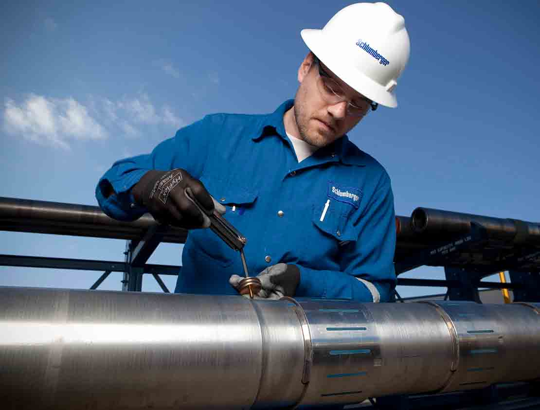A Schlumberger technician attaching a cover to a sensor on an arcVISION array resistivity compensated service tool