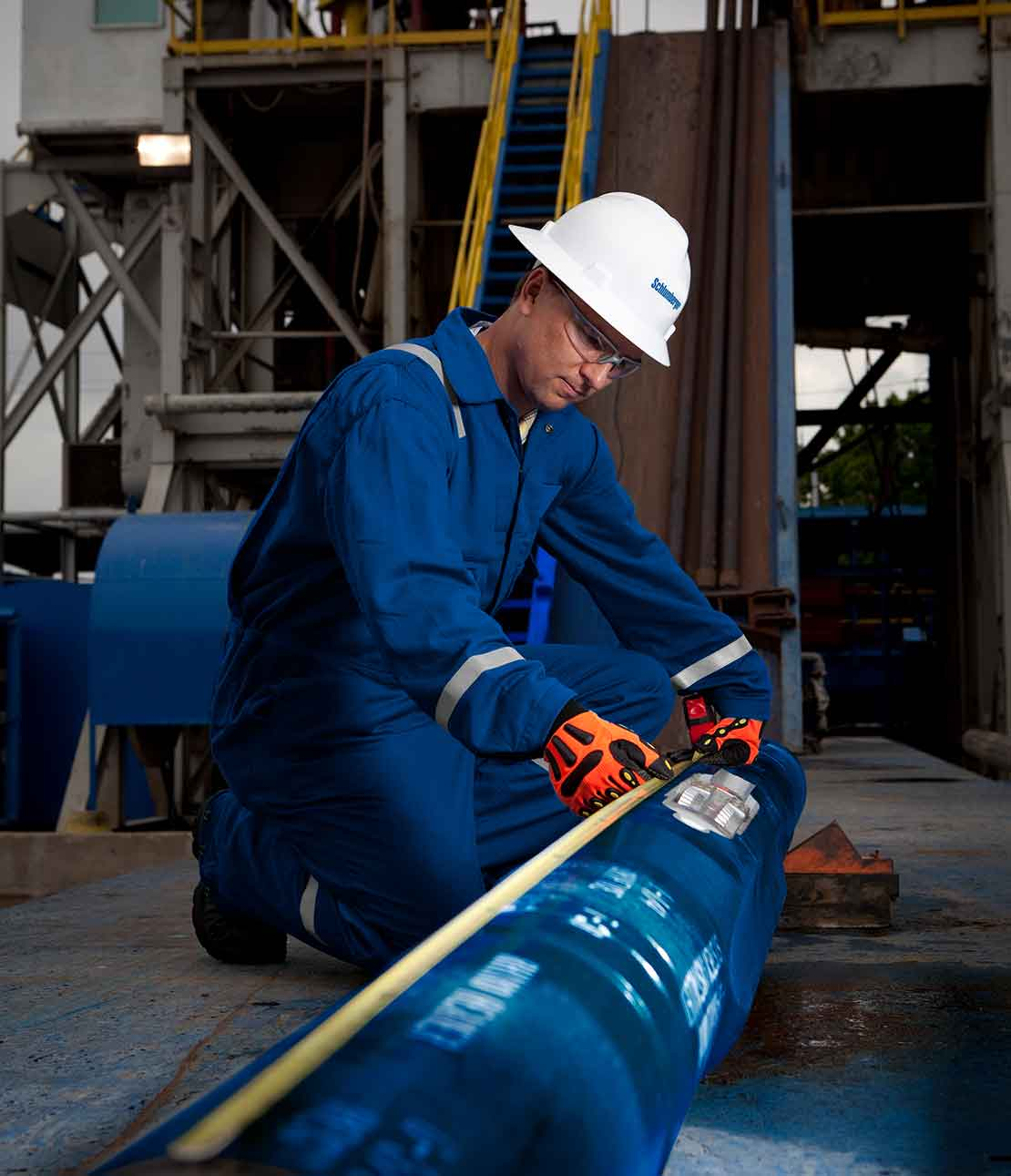 Schlumberger worker performing maintenance on a Rhino XS2 full-cycle expandable reamer.