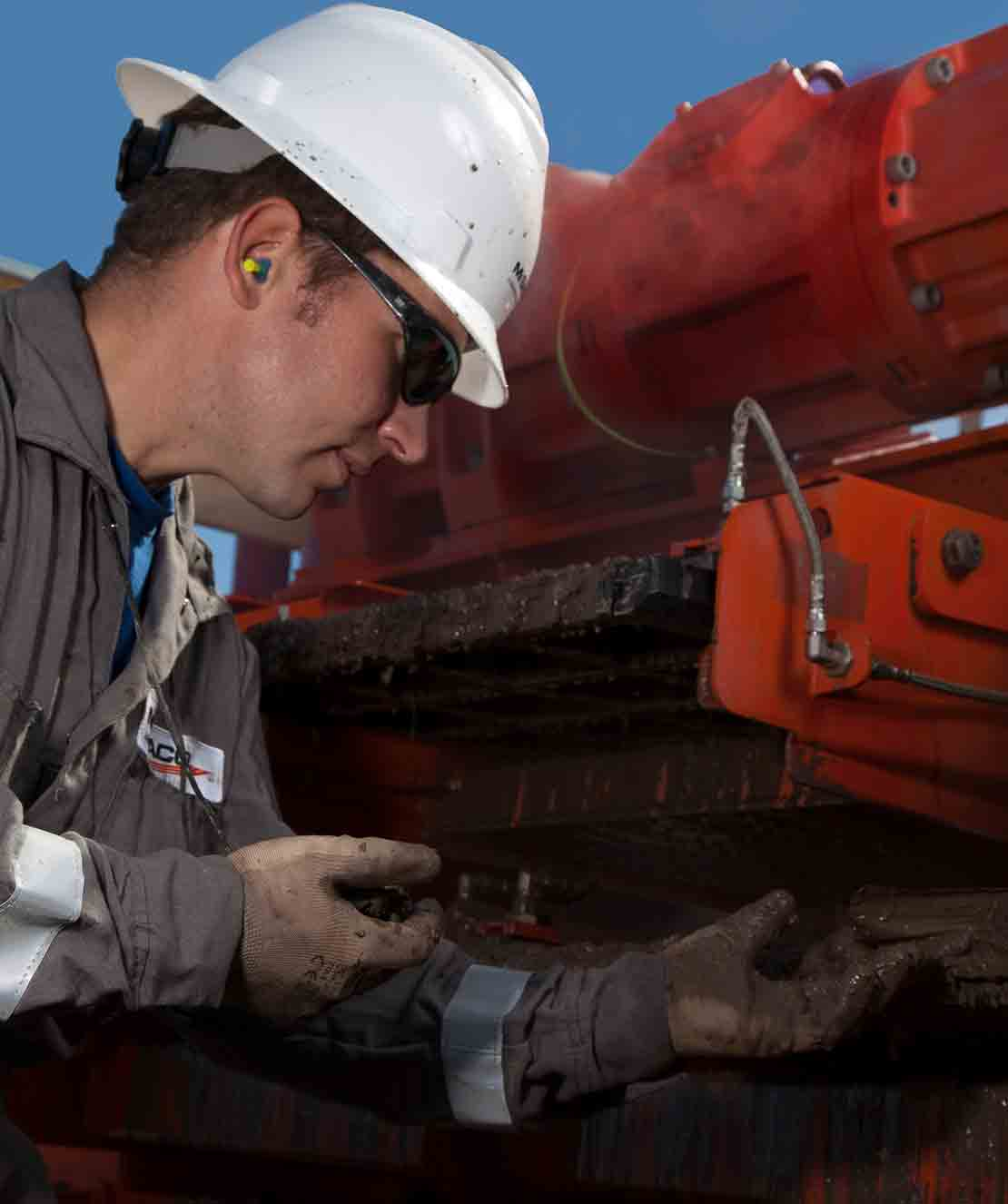 Man Performance Maintenance Checks on MD-2 Shale Shaker