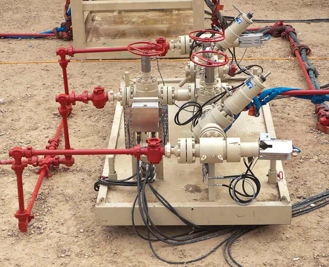 Gate valve choke manifolds
